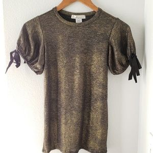 Tops - NWOT Gold metallic • short sleeve top with bows